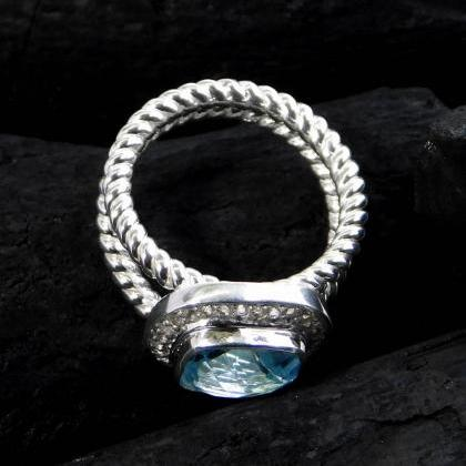 Brilliant sparkling ring,Blue topaz..