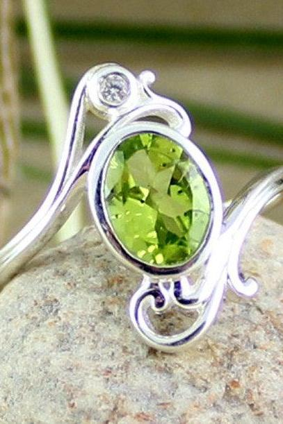 Lovely Natural Peridot Ring,Solid 925 Sterling Silver Jewelry,Genuine Gemstone August Birth stone Gift,Promise Ring,Gift for your daughter